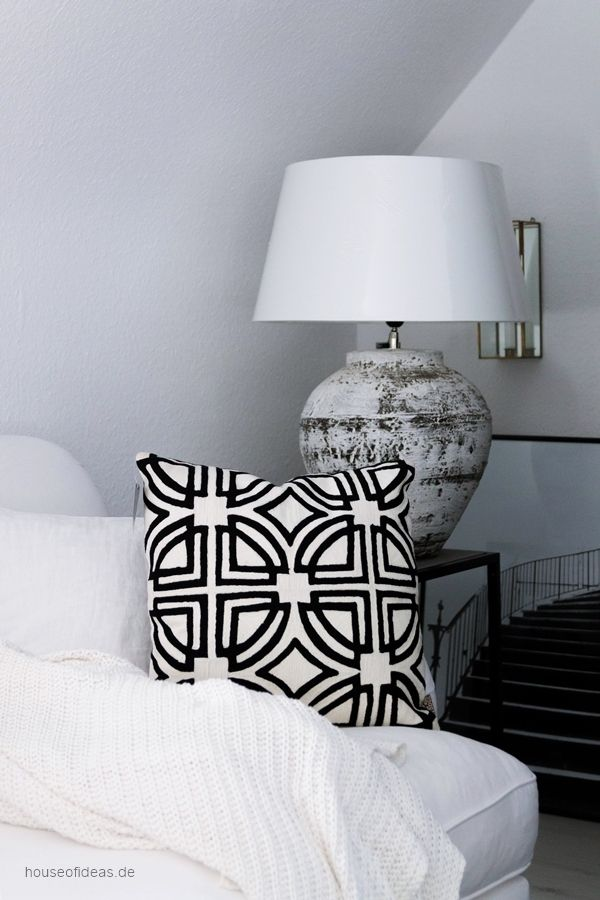 LODGE Graphic cushion with filling 45 x 45 cm black-white