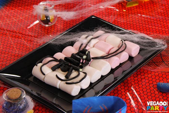 Gâteau araignées, Spiderman. Décoration festive : Vegaoo Party, produits pour fêtes noel, nouvel an, carnaval, halloween