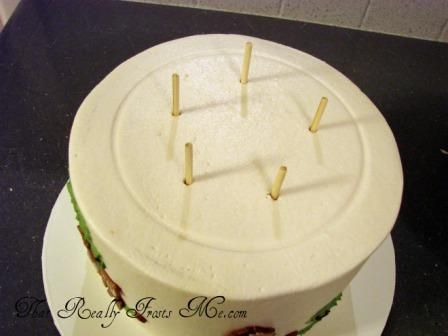 That Really Frosts Me: Stacking a Tiered Cake  (brilliant to leave the dowels sticking out to get fingers out of the way!
