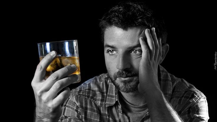 Mężczyzna, Załamany, Drink, Czarne tło