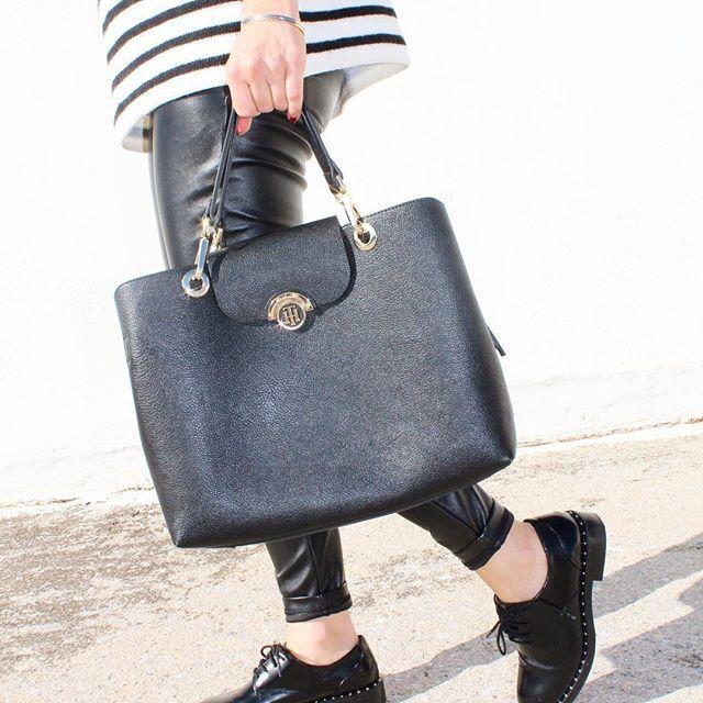 Stripes! . . . . . . #streetstyle #outfit #summeroutfit #outfitinspiration #outfitinspo #ootd #fashion #style #fashiongram #fashionaddict #liketkit #instafashion #instastyle #fashionblogger #blogger #outfitoftheday #clothes #shoes #handbag #fashionbloggers #instablogger #handbag #tommyhilfiger #black #striped #leather