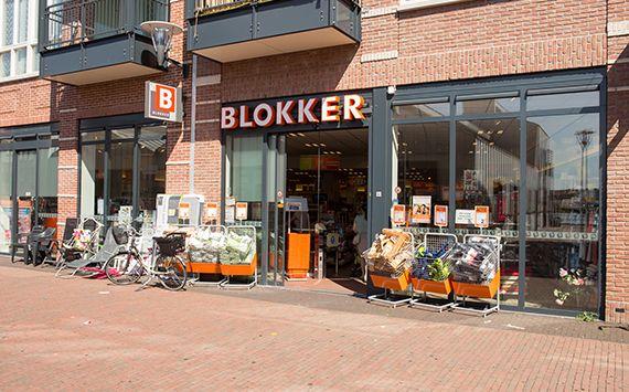 blokker  Blokker is de winkel voor iedereen met een stevig basis-assortiment van goede en betaalbare huishoudelijke artikelen. Daarnaast biedt Blokker ook luxe producten, speelgoed en tuinartikelen aan.