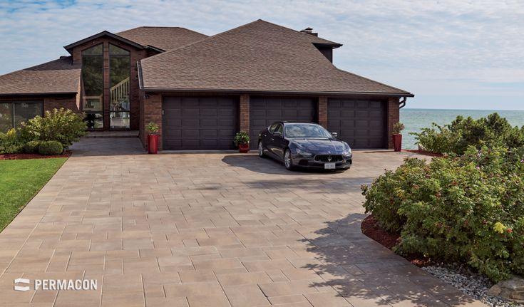 Splendid paver driveway //// Splendide entrée de garage en pavé