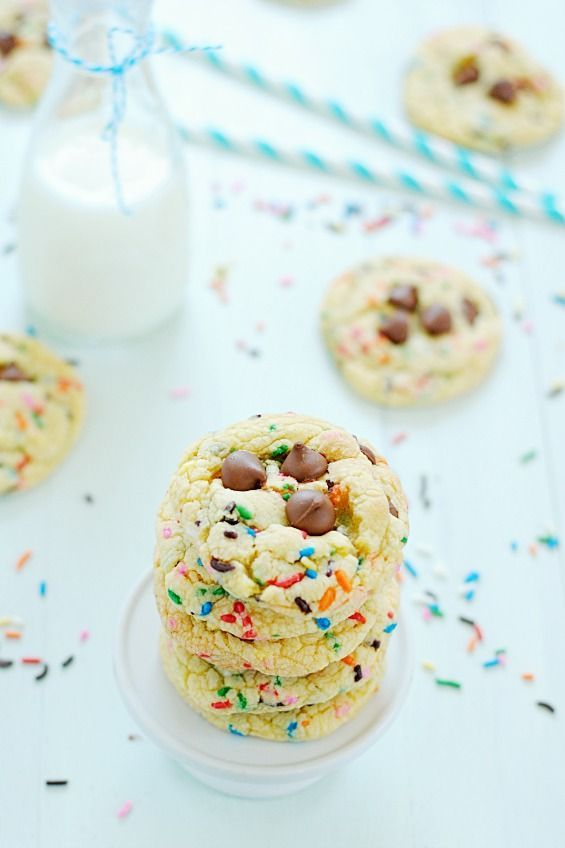 Cake Mix Cookies - Easy Cake Mix Cookies all fancied up for Easter! I love the buttercream on top  after all, who can resist a sugar cookie with frosting and sprinkles? Certainly not this girl. And it makes these cake mix cookies look totally professional and like they took you all the hours in the world. Hooray for that! #cookies #cook #recipes #cake