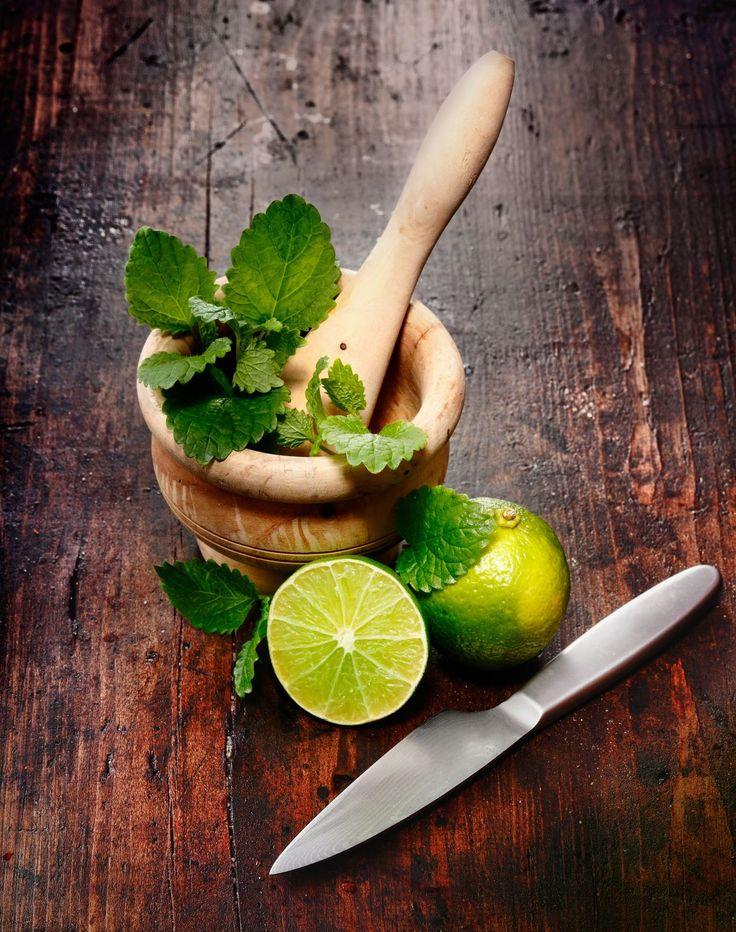 OCOCOjito   ½ OCOCO 8 foglie di menta Succo di lime 1 e ½ shot di rum bianco  2-3 Zucchero di canna Ghiaccio     In un bicchiere alto, metti il succo di lime, lo zucchero di canna, il rum e la menta. Amalgama. Riempi con ghiaccio e OCOCO.