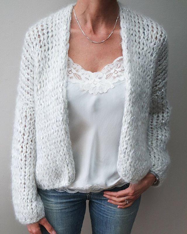 Mooie ecru met zilver vest van #kirobykim sieraden zijn van #charlottewooning