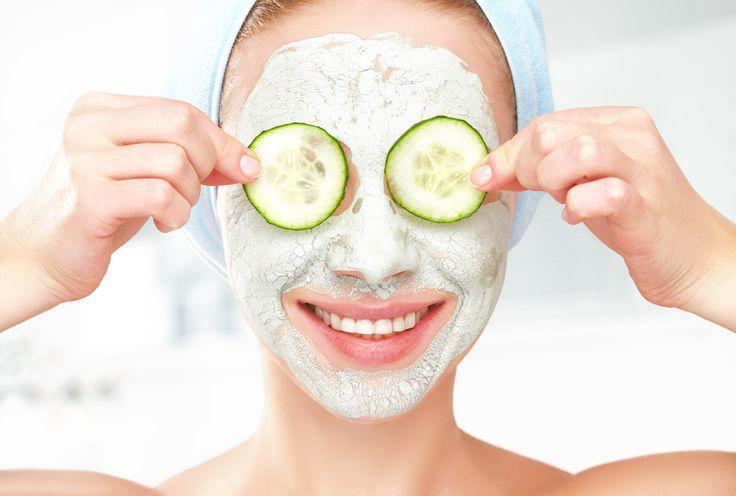 Homemade hydraterende en verzachtende gezichtsmaskers met avocado, honing, yoghurt, eiwit, banaan en havermout. Geschikt voor droge, vette en gevoelige huid.