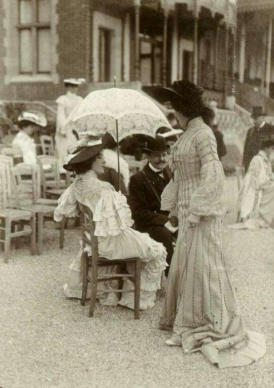 L'ancienne cour -Longchamp, France. 1900 (Part1) - (Part 2) -