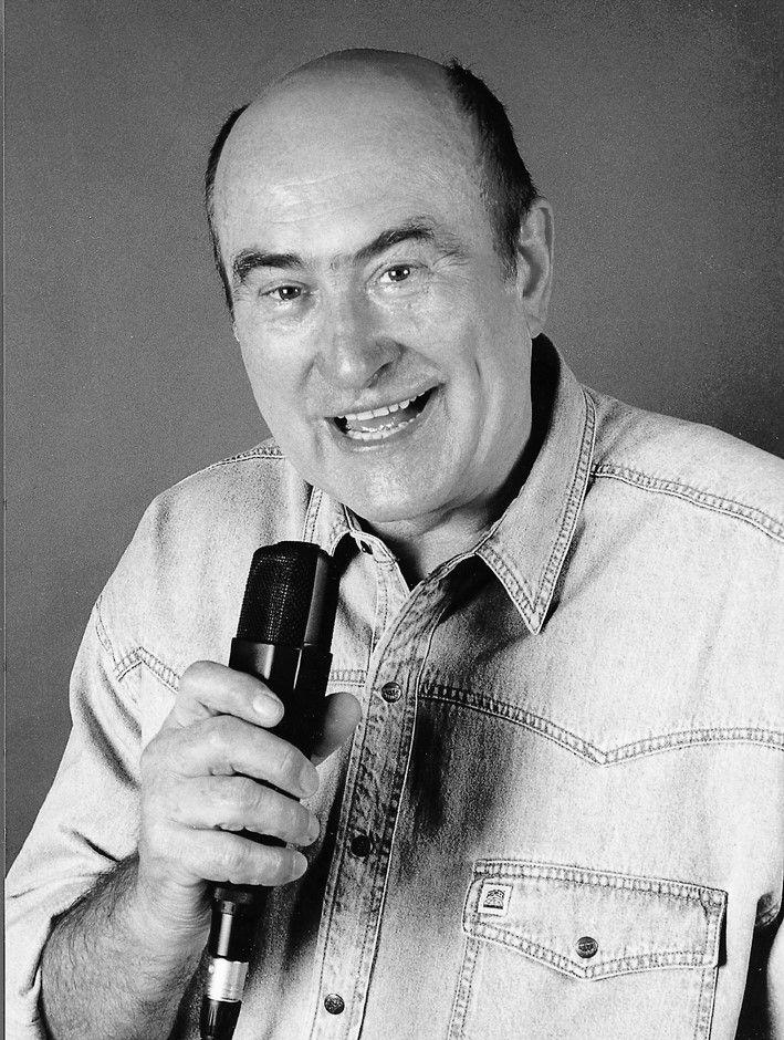 Heinz Florian Oertel (* 11. Dezember 1927 in Cottbus) ist ein ehemaliger deutscher Reporter, Moderator und Schauspieler. Er war jahrzehntelang als Sportkommentator im Hörfunk und im Fernsehen der Deutschen Demokratischen Republik (DDR) tätig und bei den Hörern und Zuschauern außerordentlich populär.