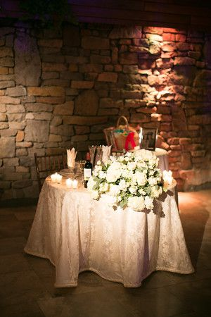 Romantic White Flowers For Your Dais Table