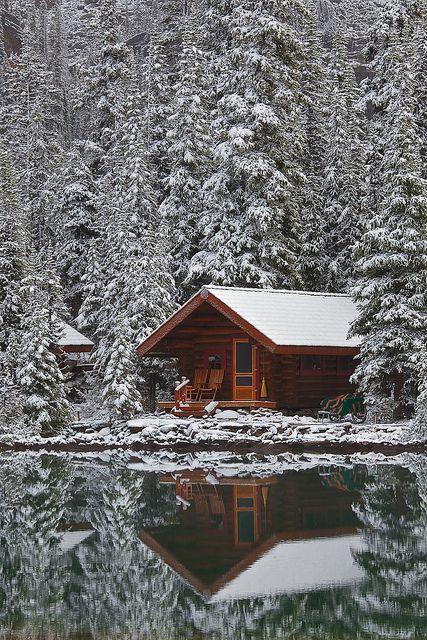 Rustic Cabin of Lake O'Hara Lodge in Snow   beautiful ...