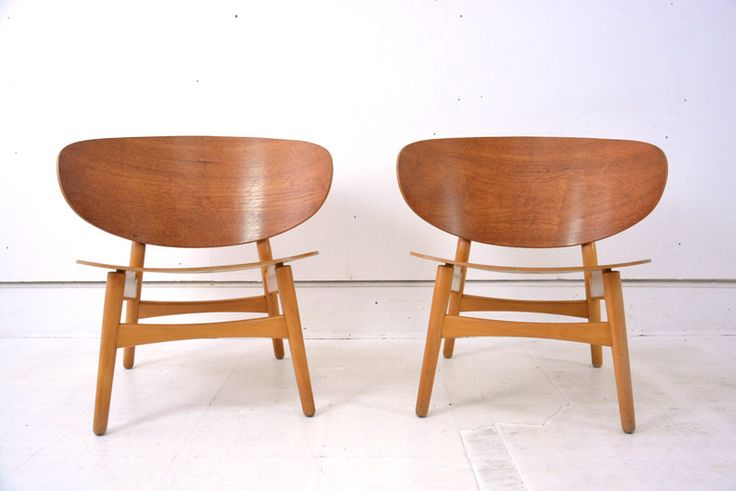 A stunning pair of iconic #wegner #chairs designed for #fritzhansen in 1952 and produced for a limited time. Lovely patina and condition. A #sculpture of a chair bringing together all that is #scandinavian #modernism. Get yours here http://bit.ly/1IXUPox #midcentury #modern #fh1936 #antique #nottingham #interiors #furniture