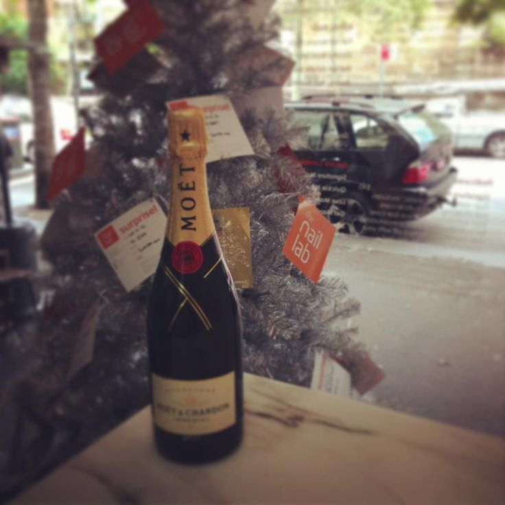 Our #Christmas Window #moet