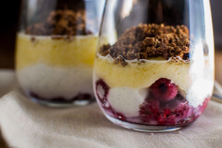 Gezond dessert met vanille, ananas en framboos