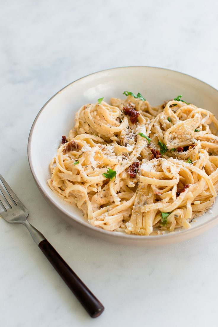 This super creamy and comforting sun-dried tomato pasta is perfect for lunch or dinner or if you just want to spoil yourself.