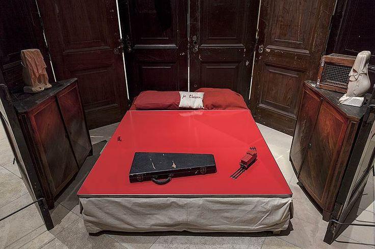 """Луиз Буржуа. """"Красная комната"""", 1994 год"""