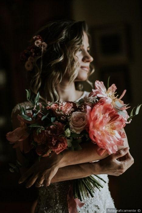 Bouquet da sposa di grandi dimensioni dallo stile rustico