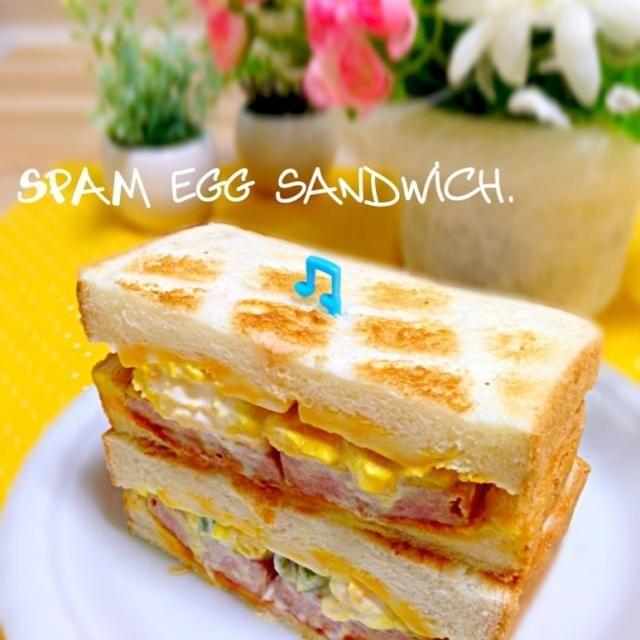 今朝はあたしの方が先に家を出たので、サンドイッチを作って置き手紙を添えて出掛けました♪ε=ヽ(*・∀・)ノ  あたしは…ご近所の素敵なご夫妻とそれぞれのワンコを連れてモーニング。・*.✧꒰⋆′◡ु͐‵⋆꒱。・*.✧笑 優雅な朝でした〜♡ - 273件のもぐもぐ - スパムエッグサンド by yurie616