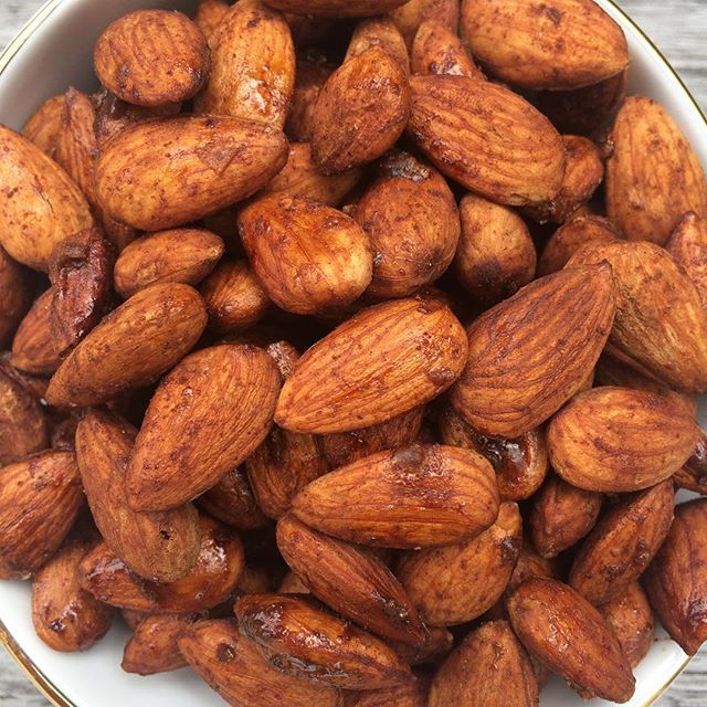 Sweet & spicy almonds... 3 cups almonds (soaked in water overnight), 3 tablespoons coconut sugar or maple syrup & 1 teaspoon cinnamon powder. Combine almonds and spices in a bowl. Dehydrate for 12-24 hrs or oven bake for 12-15 mins at 150 degrees until crunchy