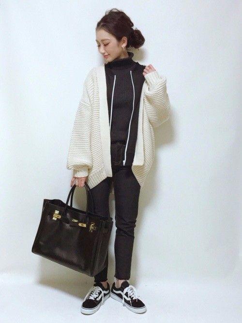 PONTEの記事「VANS女子増加中♡カジュアルにぴったりなオールドスクールが今人気!VANSスニーカーコーデ7選!」。今話題のファッションやトレンド情報をご覧いただけます。ZOZOTOWNは2,000ブランド以上のアイテムを公式に取扱うファッション通販サイトです。