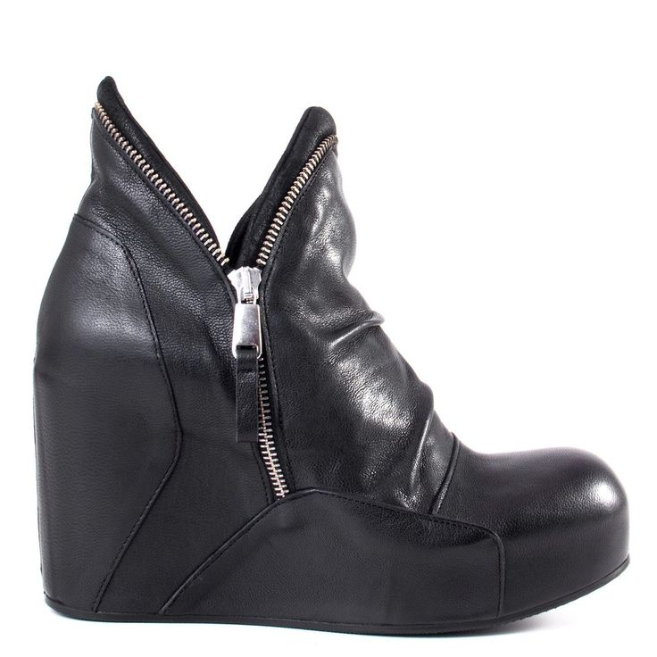 This stunning wedge boot reminds us of the perfect leather moto jacket: the iXOs…
