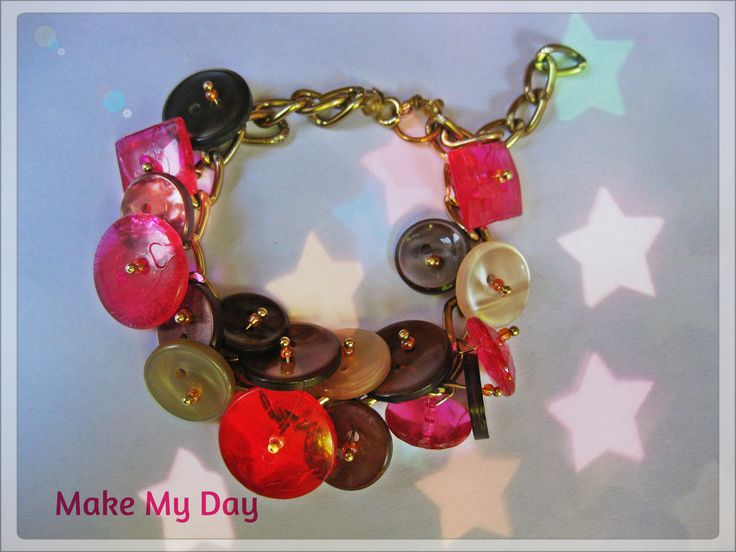 Make My Day...Chain and button charms bracelet