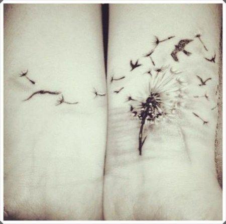 Η αγάπη της μαμάς για την κόρη της είναι ούτως ή άλλως ανεξίτηλη... Αν θέλετε να την σφραγίσετε με ένα διακριτικό και όμορφο τατουάζ, έχουμε να σας προτείνουμε 15 κορυφαία σχέδια!