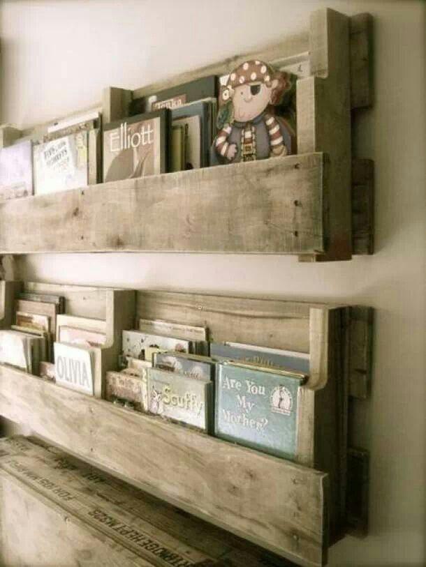 Boekenrek van stijgerhout
