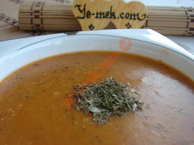 Çok sevilen ve beğenilen ezogelin çorbası tarifi... Bu çorba her sofranın tarifi...