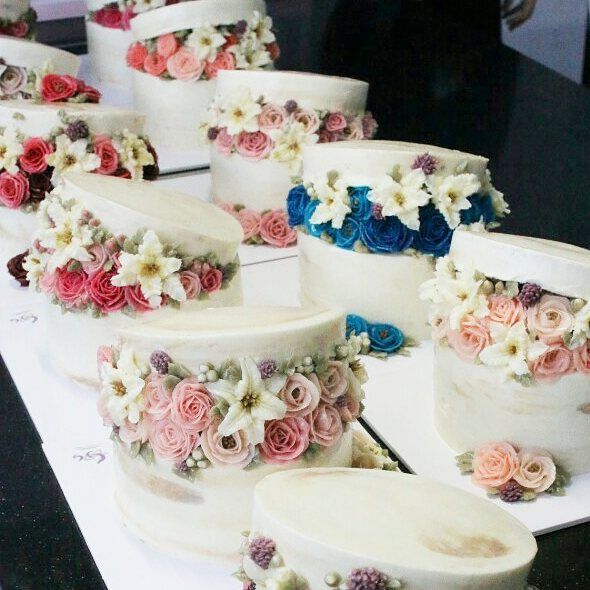 Hatbox flowercakes by students. 1st day of Advanced course ..! - - #ggcakraft…