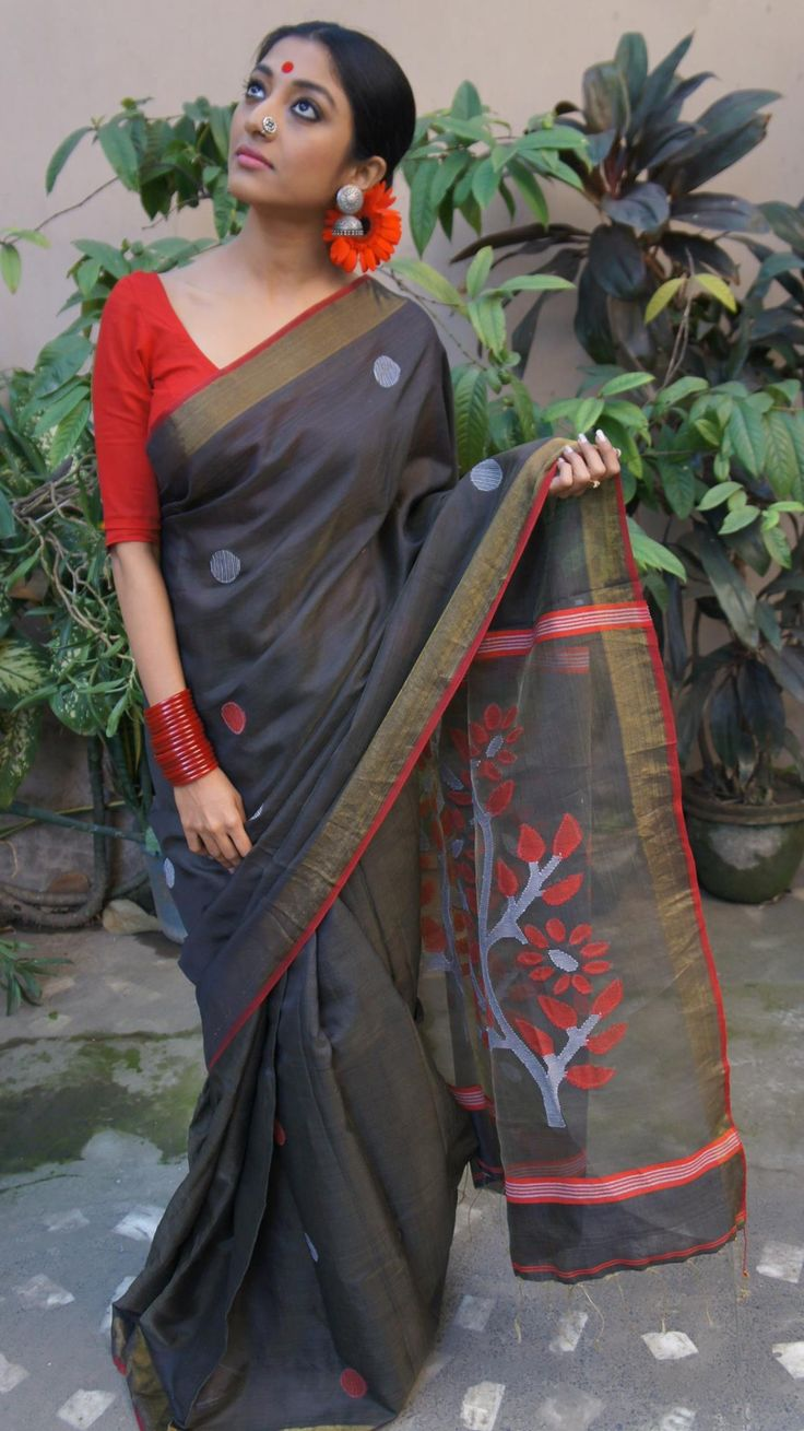 Grey Handloom Jamdani Saree with Floral Pallu