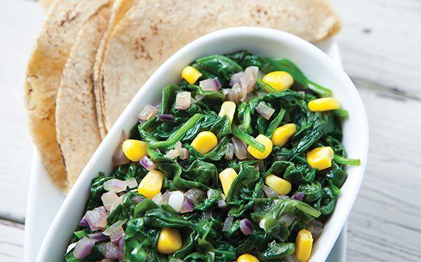 ¡Autenticamente deliciosas! Las espinacas salteadas con granos de elote son ligeras, saludables muy ricas. | www.cocinavital.mx | Revista