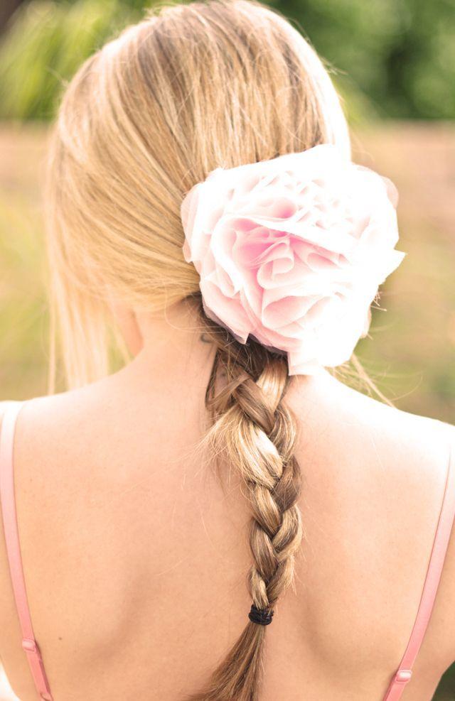 Tuto pour faire une fleur en tissu (a mettre sur un vêtement, dans les cheveux...)
