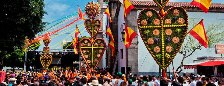 The hearts of Tejina, one of the most colourful traditions in Tenerife / Los Corazones de Tejina