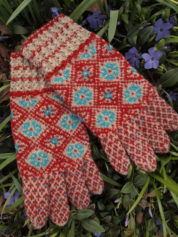 Finely Knitted Estonian Gloves with Motifs from Kihnu Island