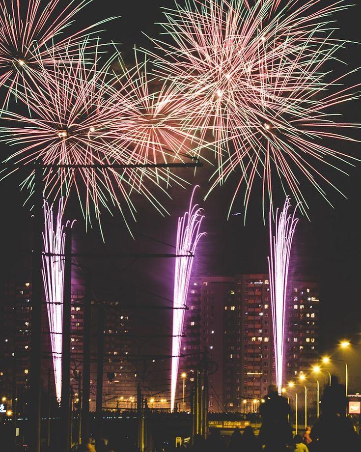 #2018 #stastnynovyrok2018 #happynewyear #ohnostroj #ostrava #fireworks #lights #nikon