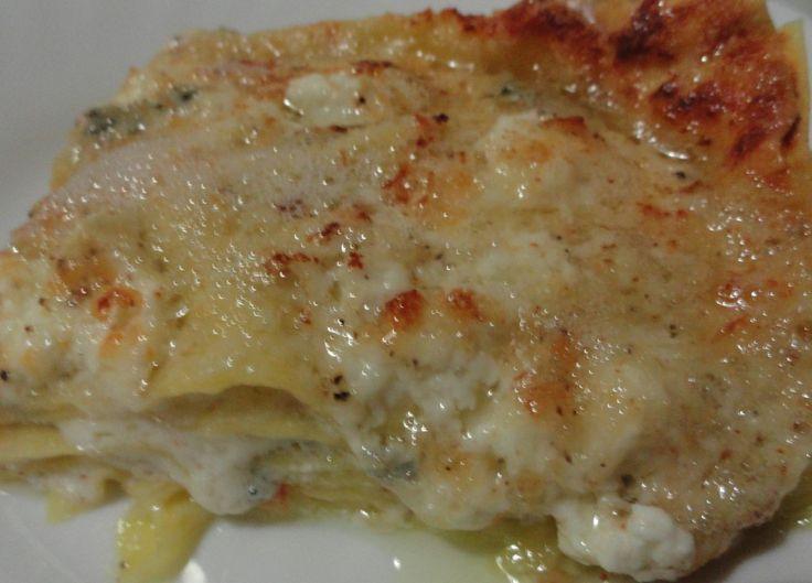 La lasagna ai 4 formaggi si può cuocere sia in forno tradizionale e anche in microonde, è un' esplosione di sapori, un po' calorica ma tanto tanto buona.