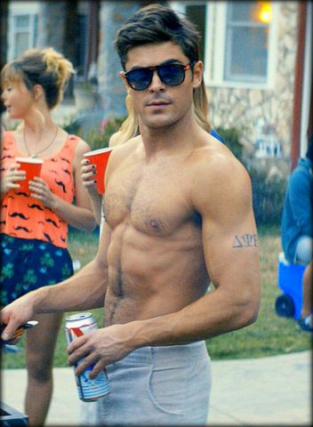 """Buff and shirtless Zac Efron stars in comedy """"Neighbors"""". Check out funny movie trailer!"""