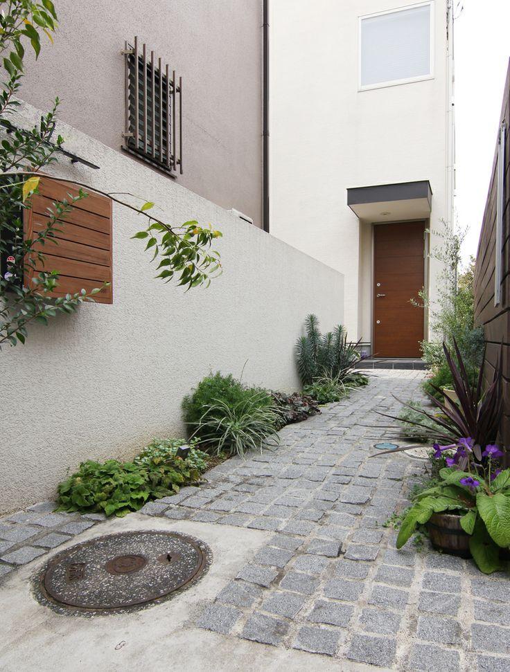 アプローチ / 植栽 / 門まわり / ナチュラルガーデン / ガーデンデザイン / 外構 Garden Design / Tiled Approach / Plants / Post