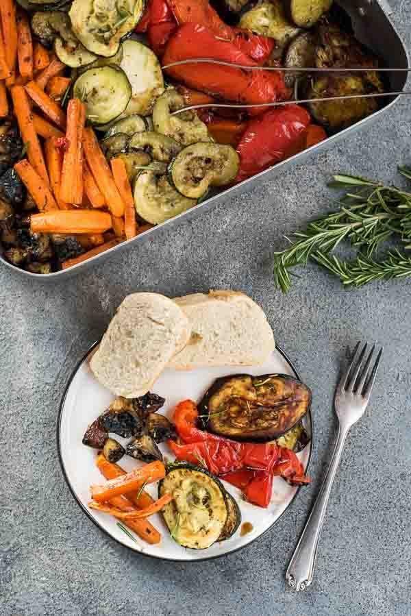 Leckere Antipasti vom Teller   – Vorspeisen & Beilagen | vegetarisch & vegan