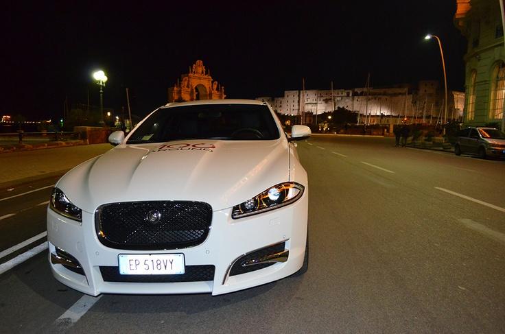 """Un detto Napoletano recita: """"è bell ma nun abball"""", vero! Bella ma.. non balla su strada anzi...è sempre sicura!!!Jaguar XF Sportbrake!  #Jaguar100Around"""