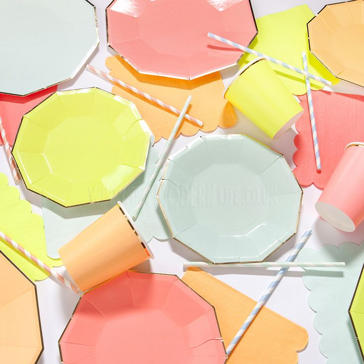 These are almost too pretty to eat off! Disposable paper plates in a mixture of four neon and pastel colours, complete with a metallic gold rim.  Party perfect, they will definitely look the part on the buffet table, especially when teamed with other beautiful tableware and decor from our Meri Meri party range.