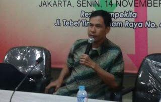 Ini Sejumlah Kejanggalan Penanganan Kasus Ahok Menurut Munarman  FPI Online Jakarta - Panglima Aksi Bela Quran II Munarman SH. mengungkapkan sejumlah kejanggalah dalam penanganan kasus Ahok. Diantaranya dalam proses penyidikan yang terdapatketimpangan. Penyidik lebih banyak mendatangkan saksi yang menyatakan Ahok tidak bersalah daripada yang menyatakan Ahok bersalah.  Saksi-saksi yang diperiksa oleh pihak Bareskrim penyidiknya mendesain kontruksi keterangan yang di BAP oleh para penyidik itu…