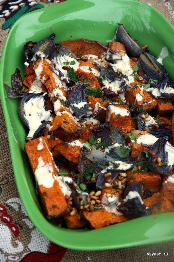 Запеченная тыква с красным луком и тахинной пастой – Вся Соль - кулинарный блог Ольги Баклановой