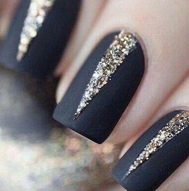 Image via We Heart It #nailsblack