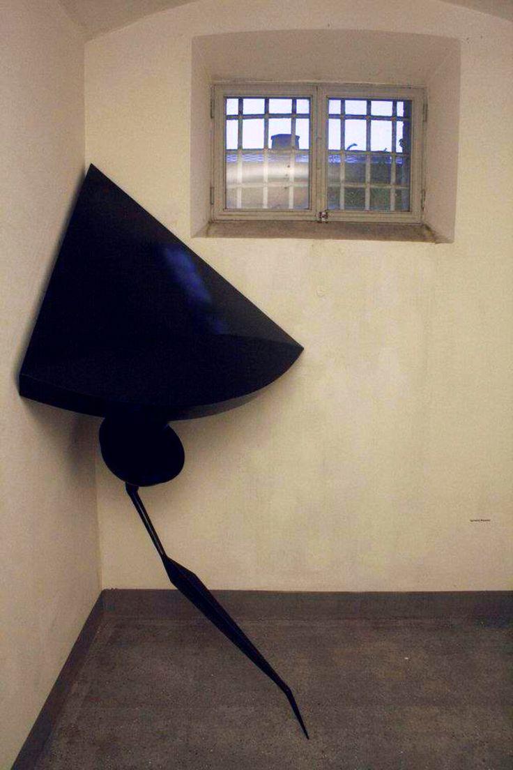Blue shadow arm, 2011, smalti su lamina di ferro, 230x50x50 cm - Ignazio Mazzeo #art #sculpture #ignaziomazzeo #shadow