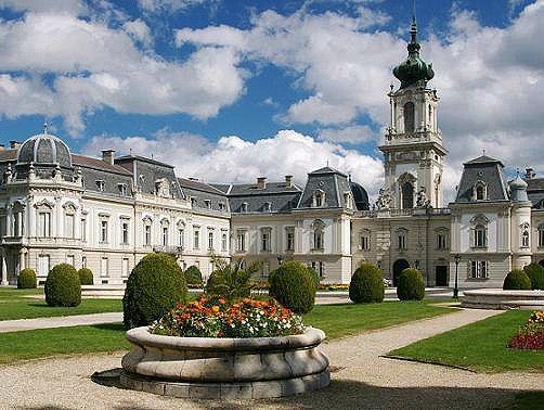 Het Festetics kasteel in Keszthely aan het #balatonmeer is één van de grootste en mooiste kastelen in #Hongarije.