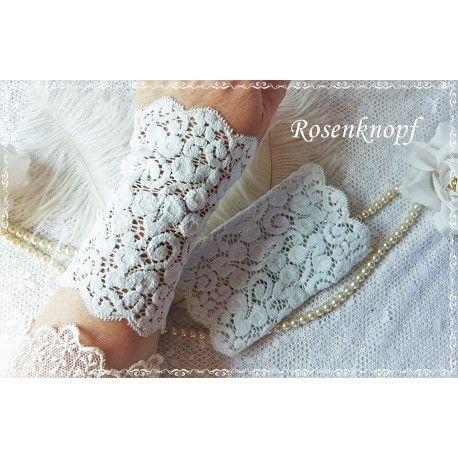 Elegante und feine Spitzenstulpen aus elastischer, zart hellblauer Spitze♥