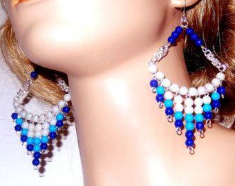Gran blanco azul y turquesa cuentas largo pendientes de la lámpara, acrílicos, cuelgan chainmaille byzantine, mujer, novia, fiesta, regalos, niñas