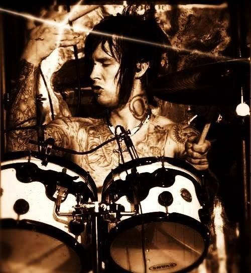Still the best drummer ever in my opinion. Avenged Sevenfold kinda went in a different direction after he passed, but I give The Rev a 10/10. \m/(*.*)\m/